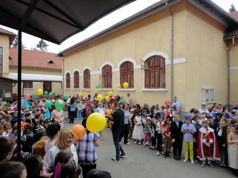 Împreună cu elevii Școlii Alexandru Ștefulesc